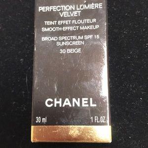 Chanel Perfection Lumiere Velvet #40